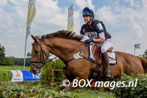 Marie Kraack tijdens cross county in Outdoor Helvoirt