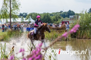 Jeanine Steentjes tijdens cross county in Outdoor Helvoirt